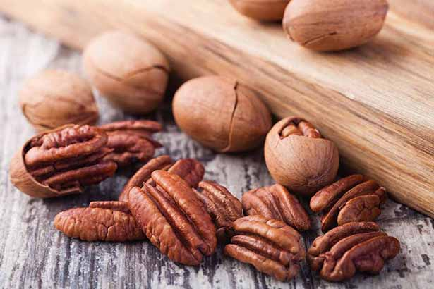 Low carb foods high in polyphenol antioxidants - nuts