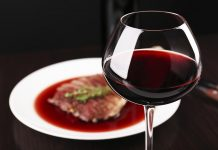 Red wine glass - Alcoholic Beverages and Longevity: Does Alcohol Increase Lifespan?