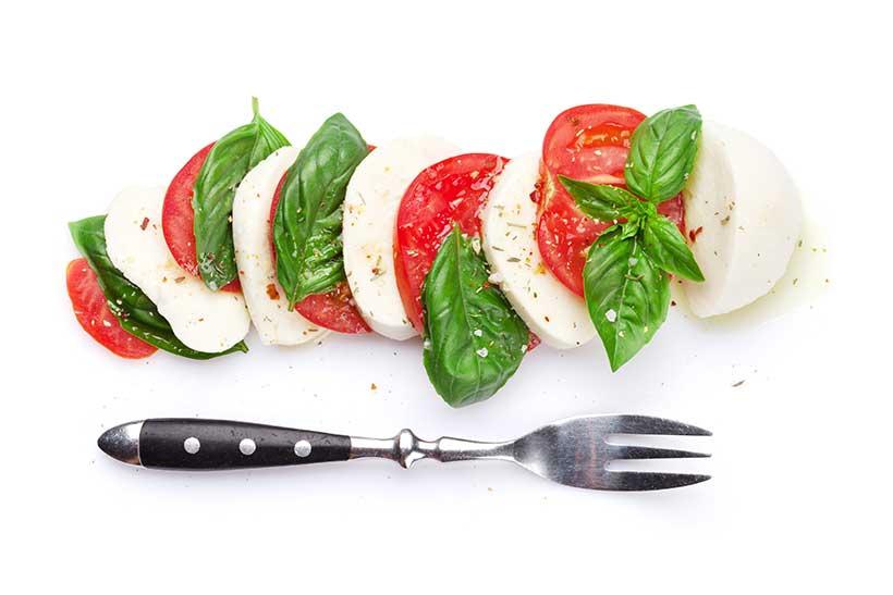 Mozzarella Cheese and Tomato Slices: A Nutritious High Protein Snack